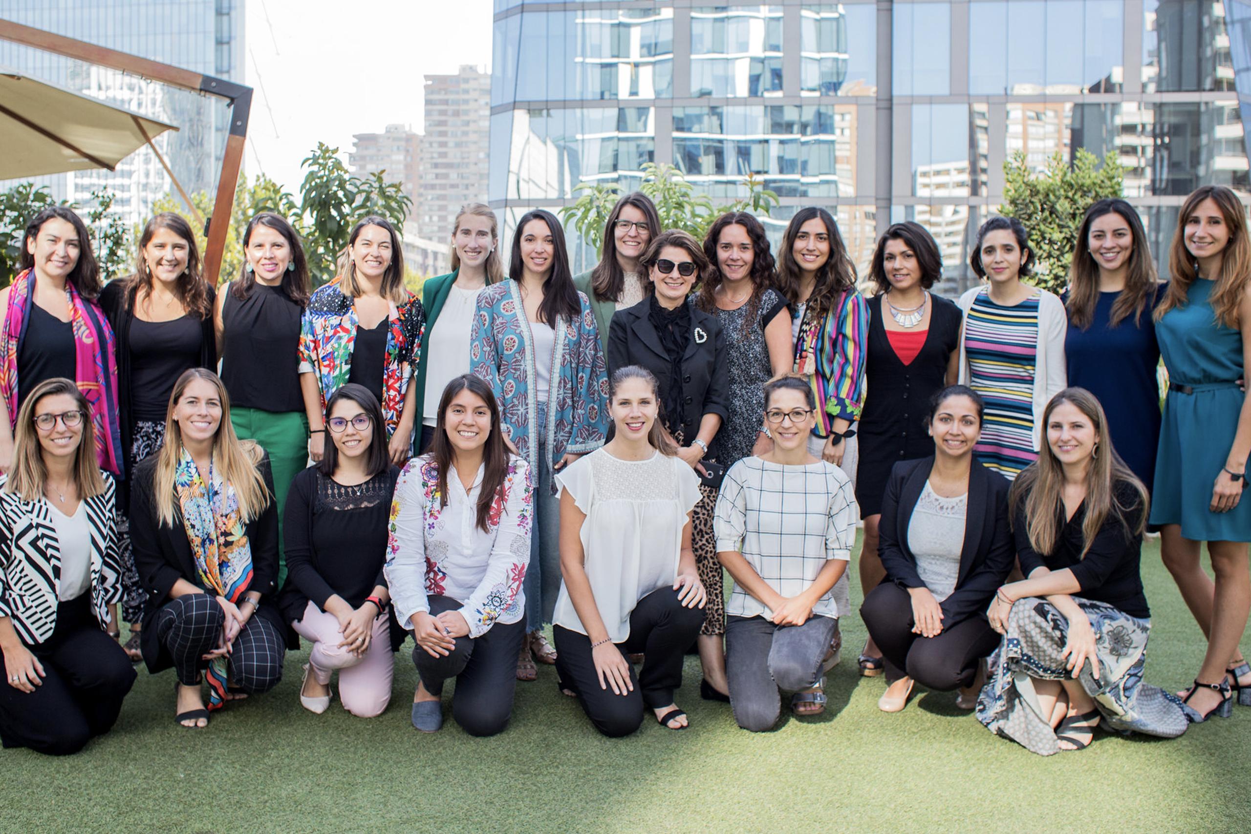 Women in Energy Participan en Charla de Expresión Oral